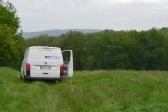 Suchfahrzeug auf dem Feld